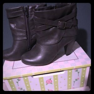 Shoes - Very cute madden girl boots.
